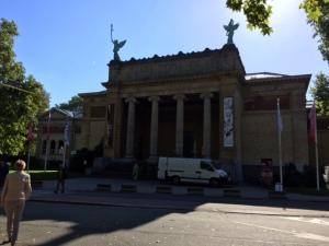 The Fine Arts Museum itself is a Neoclassical style building that contains a good collection of Northern European art including artists from countries outside of Belgium as well.
