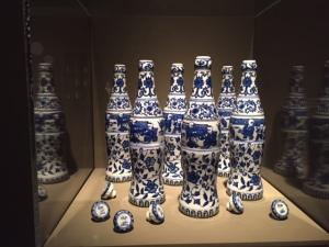 """Kekou-Kele (Six Pack)"", 2002, Zhang Hongtu, porcelain"