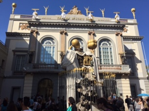 Entrance to the Teatre-Museu Dali