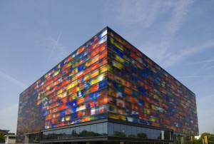 On the way to returning our bikes we pass the Netherlands Institute for Sound and Vision, a stunning modern building.