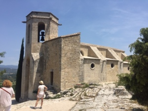 This restored cathedral contains a number of trompe l'oeil frescoes mostly gone with bits preserved here and there, a Roman column and capital supporting a perch for the priest.