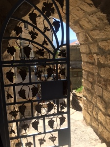 Looking for a bathroom in Safed I found this beautiful gate and arch.