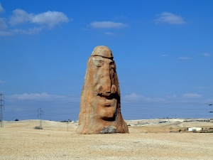statue_in_the_negev_desert_of_israel